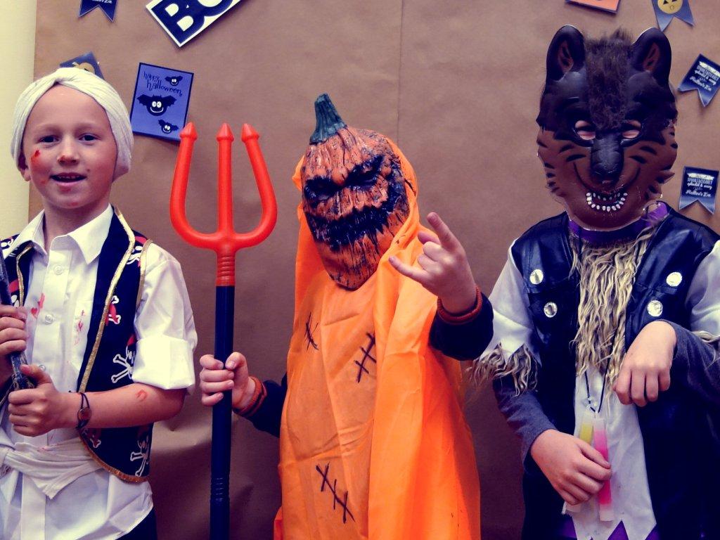 ^^ just LOVE the devil horns alf's doing here! ^^