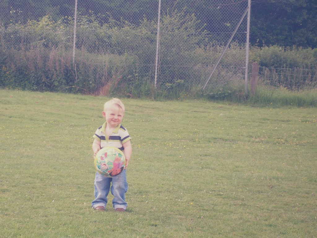 ^^ alfie bach, you and your chubby cheeks and cheeky squished face smile ^^